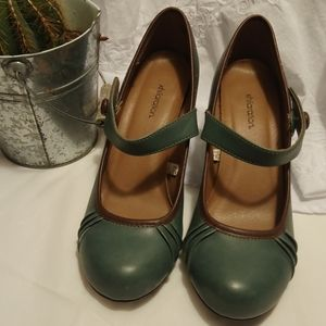 Almost new Xhilaration women's heels size 8.5